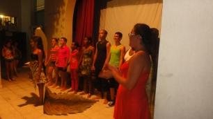 Jóvenes del taller de teatro tras la actuación