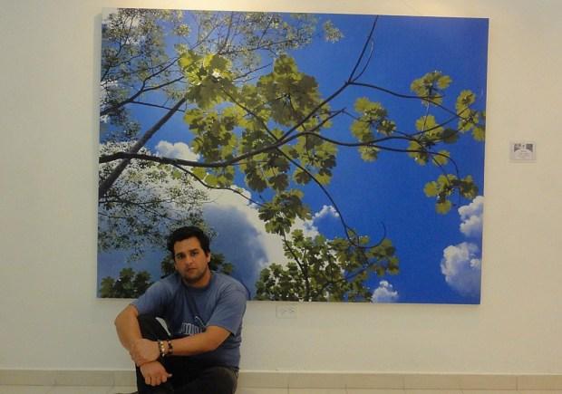"""El artista frente a una de sus obras: """"Apolo"""""""