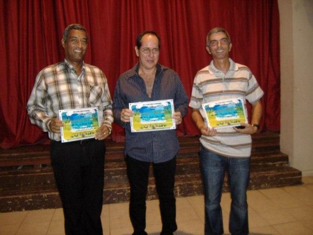 De izquierda a derecha: Ricardo Hodelín (Segundo Premio), Juan Siam (Primer Premio) y René Páez (Tercer Premio)