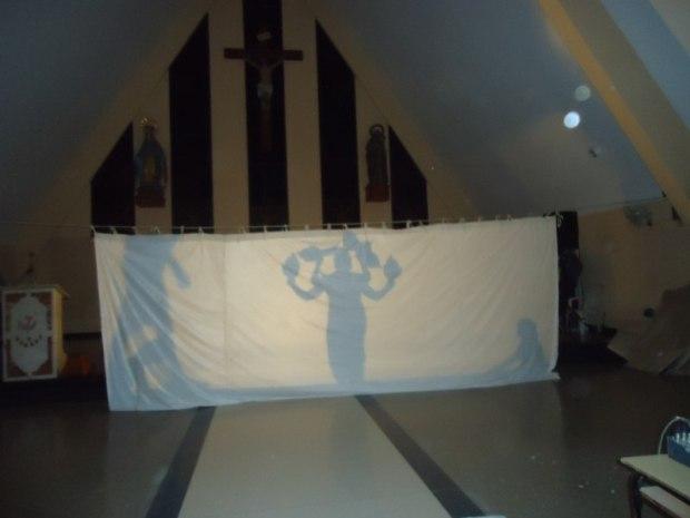 El teatro de sombras es una hermosa iniciativa de los jóvenes de la parroquia santiaguera