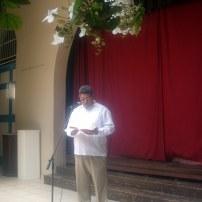 El padre Álvaro dedicó unas palabras al público presente