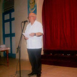 El padre Miguel Fernández Fariñas tuvo a su cargo las palabras de bienvenida y un elogio a la poesía