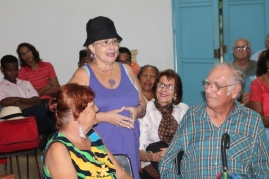 Marisol Mendoza regaló un poema a Cedeño