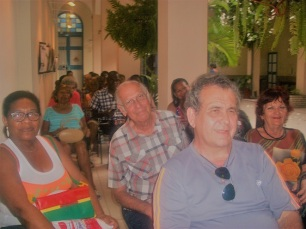 Público asistente a la tertulia por el Día del Idioma Español